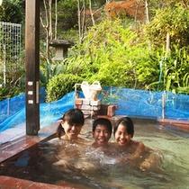 家族でゆったり貸切露天風呂