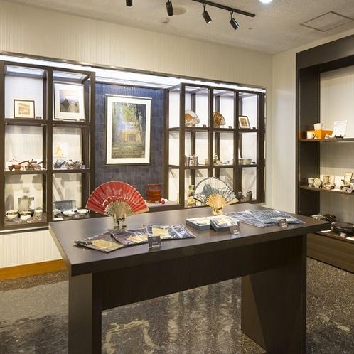 「ギャラリーショップ」では三重の工芸品を展示販売しております。