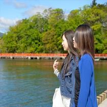 【 港町散歩 】 コの字岸壁からは緑と青のコラボレーションが☆
