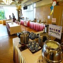 【朝食バイキング】お料理コーナー「海の七草粥(ななくさがゆ)」は、朝食の人気メニュー♪