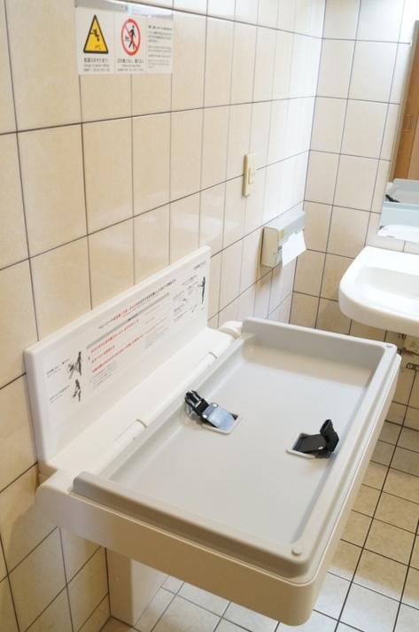 おむ換ええシート付きトイレ
