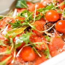【朝食】トマトとサーモンのサラダ