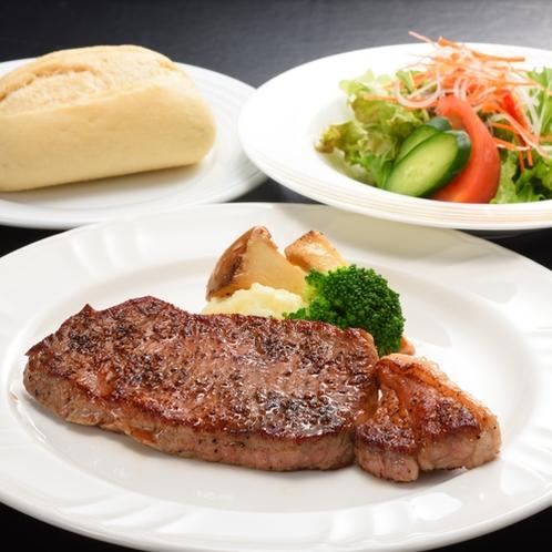 【夕食】人気の国産牛のサーロインステーキセット