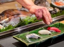 鮨処<八一>鮮やかな包丁さばきが活きの良い旬の素材の旨みを引き立てる職人の技をご堪能ください。