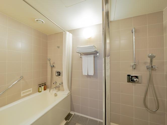 快適性と機能性を兼ね備えたシャワーブース付きのバスルーム