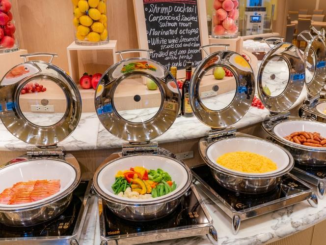 レストラン「ル クレール」ベーコンやスクランブルエッグ、温野菜などの多彩な洋食ブッフェ・メニュー!