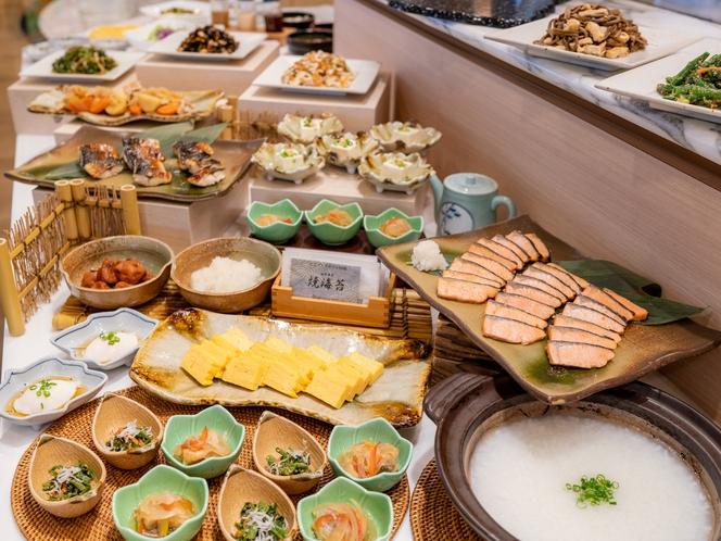 レストラン<ル クレール> だし巻き玉子や焼き魚、豆腐などの多彩な和食ブッフェ・メニュー!