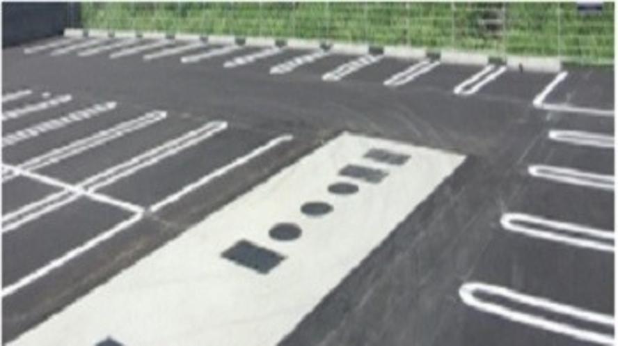 【施設】無料平面駐車場 ※中・大型車は有料 1日2,200円(税込)