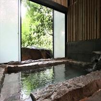 【日帰り専用】コインタイマー式の貸切家族風呂。切り石風呂のお風呂/一例(50分1,200円)