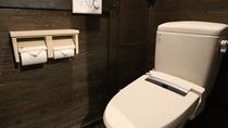 【共通】古民家調の半露天風呂付き離れのシャワートイレ
