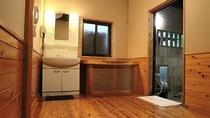 【日帰り専用】コインタイマー式の貸切家族風呂。ヒノキのお風呂/一例(50分1,600円)