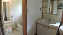 *コテージ内の浴室