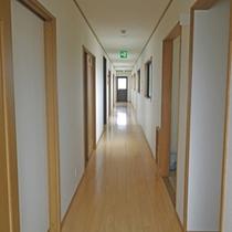*館内/2002年に新築した館内は、シンプルで快適にお過ごしいただけるでしょう。
