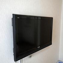 *客室一例/テレビは壁掛け液晶タイプ。お部屋を少しでも広くご使用ください!