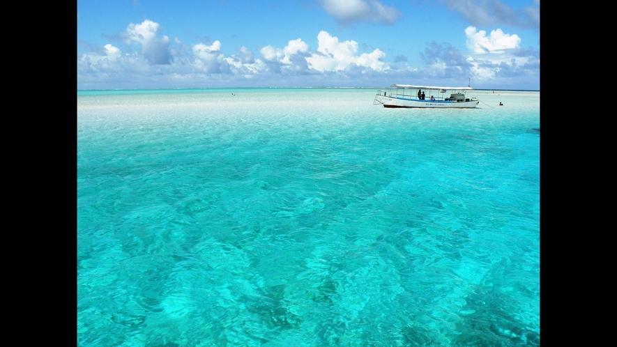 【百合ヶ浜ビーチ】エメラルドグリーンの海が広がります