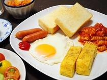 【朝食】日替わりメニューの一例 洋食