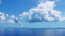【周辺】絶景ポイントの三角点。空と海の広さを感じてください