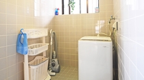【施設設備】洗濯機や掃除機など、連泊に便利な家電製品をご用意しております