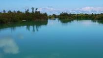 【周辺】仲地橋入り江。静かな水面に雲が映ります