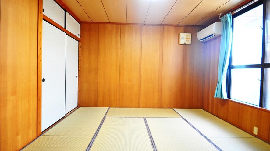 【和室(1室目)】8畳の和室が2部屋ございます。足を伸ばしてゆったりお寛ぎください