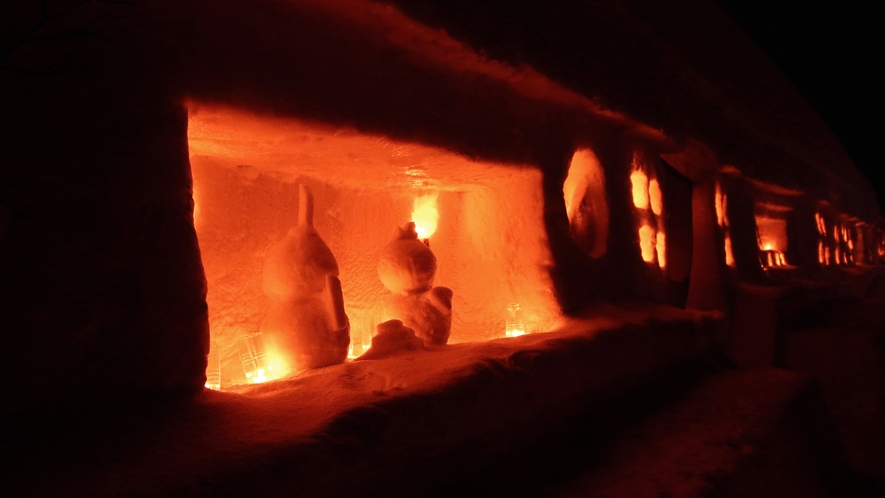 【雪旅籠の灯り】囲炉裏の旅籠、二階建て旅籠など、それぞれ工夫を凝らした旅籠をお楽しみください。