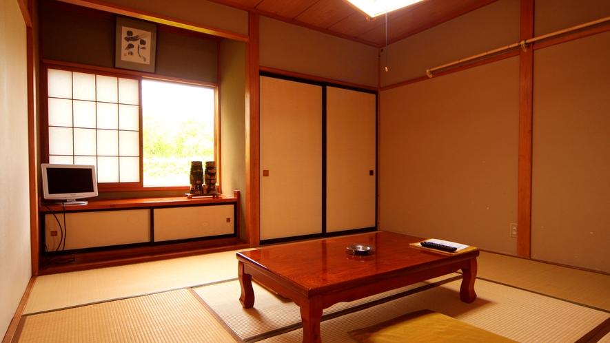 【お部屋一例】五色沼の景色を楽しめます。シンプルな和室でごゆっくり…
