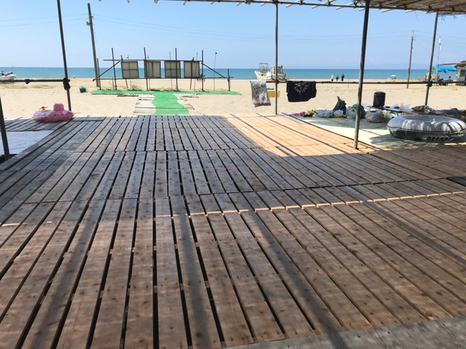 海の家。海の家利用料が2日間無料になります。