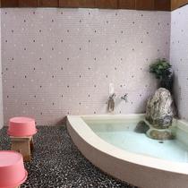 *[家族風呂]3~4名入れる大きさのお風呂です。