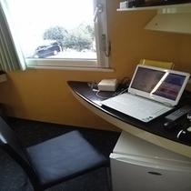 客室で個人用PCご利用できます