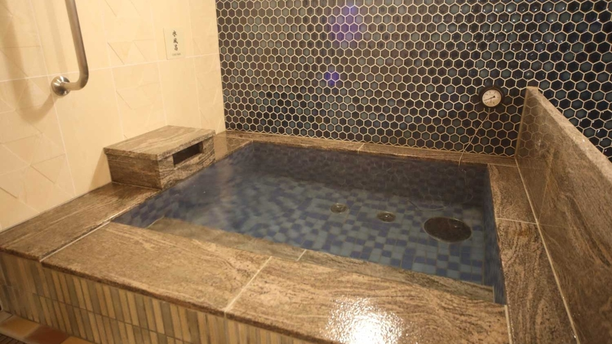 【男子】水風呂 (水温:16~17℃)