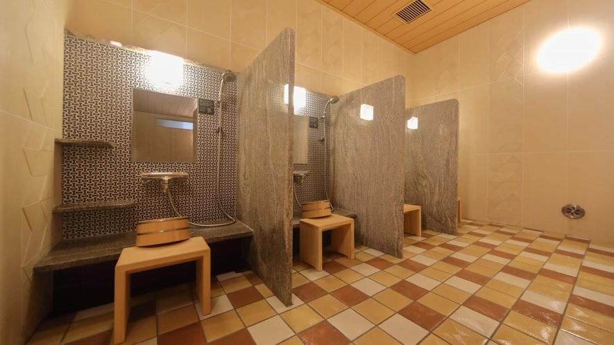 【男子】洗い場 (カラン:6か所・立ちシャワー:1か所)