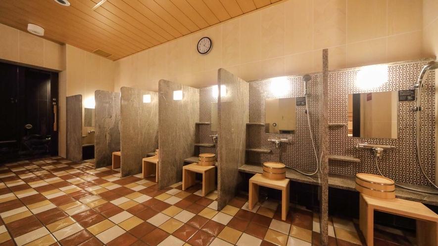 【女子】洗い場 (カラン:6か所・立ちシャワー:1か所)