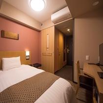 セミダブル (14平米 ベッド幅:120×195センチ)