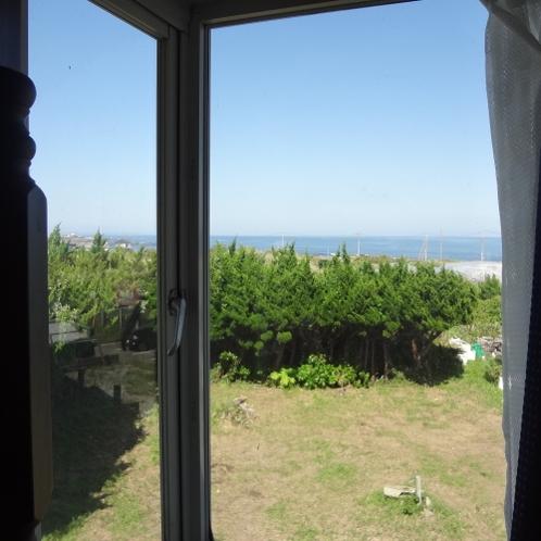 洋室2段ベッド2台あるお部屋の景色