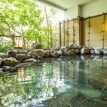 ■木造り大浴場「渓谷の湯」露天岩風呂