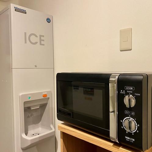 製氷機と電子レンジは4階と8階に設置しております。
