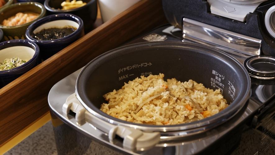 やさしい味の福岡名物かしわ飯、ぜひお召し上がり下さい