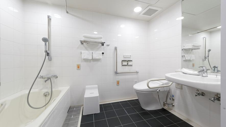 「ユニバーサル」のバスルームはどなたでもご利用いただけるバリアフリー。車椅子対応です。