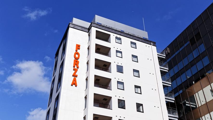 博多駅博多口から徒歩3分、博多駅・福岡空港・天神エリア、どこへでも絶好のロケーション。