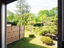 【庭】豊かな自然を望む癒しの風景