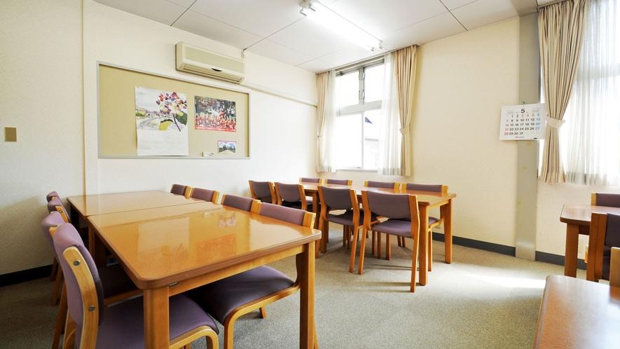 【朝食用の食堂】朝食会場は福寿荘内です
