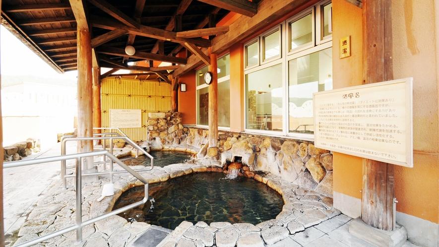 【露天岩風呂】酒風呂とミネラル風呂の2種類ございます
