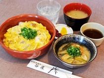 【本館お食事処 谷屋】アラカルトメニュー(親子丼、とり皮みそ煮)