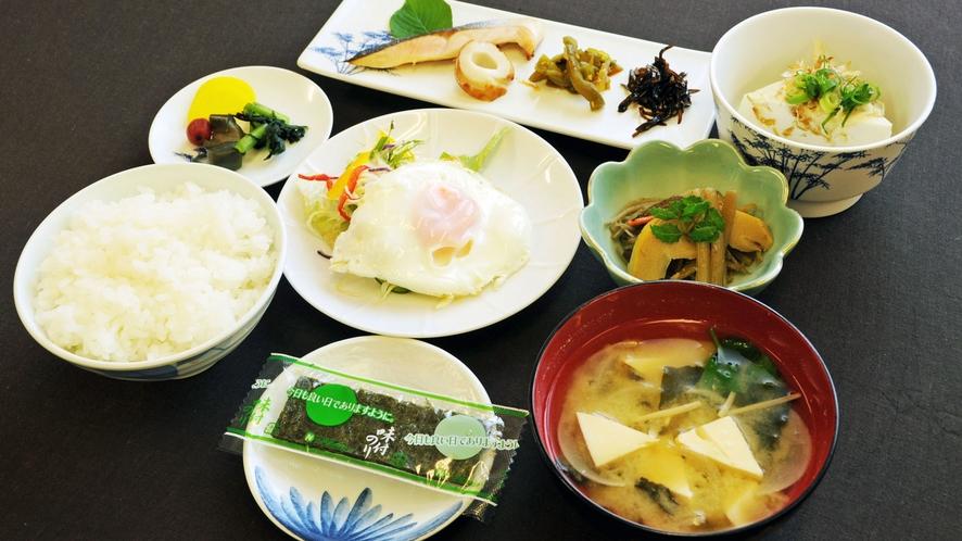 【朝食】王道の和定食。御飯とお味噌汁で1日の活力チャージ!