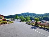 【たかみや湯の森本館 駐車場】無料駐車場を120台完備