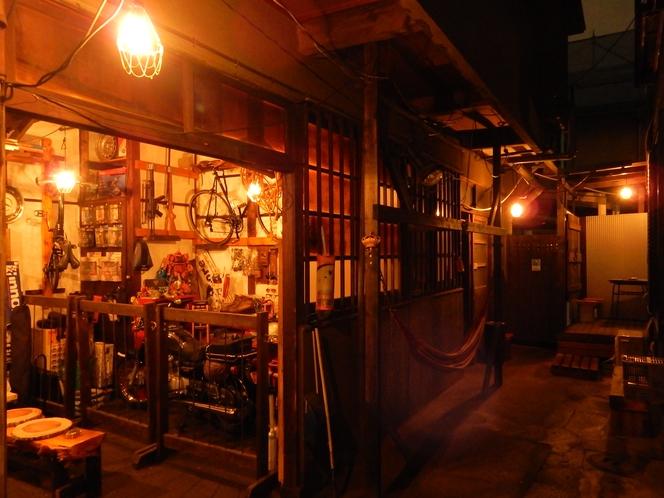 中庭→ガレージ入口→ハンモック→裏庭扉&テラス