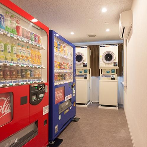 *館内/自動販売機とコインランドリーは2階にございます。