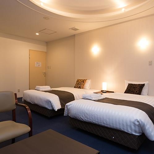 *デラックスツイン/120cm幅のベッドでゆったりとおくつろぎ下さい。