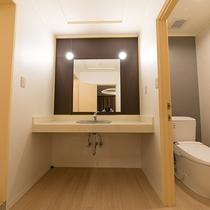 *お部屋のトイレ・洗面コーナー。それぞれ独立しているので使いやすいです。