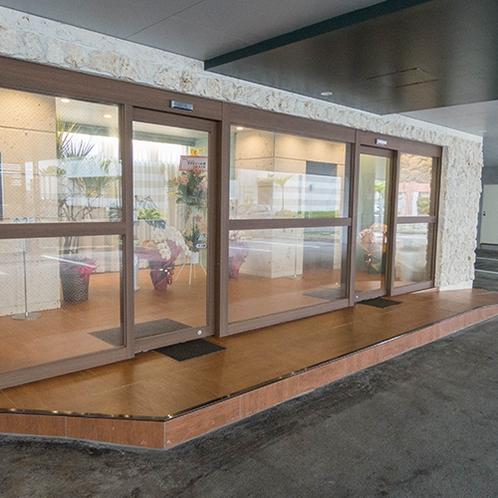*外観/駐車場完備!那覇空港から車で約10分の好立地です。
